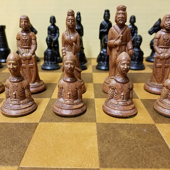Solid Hard Plastic Chess Pieces