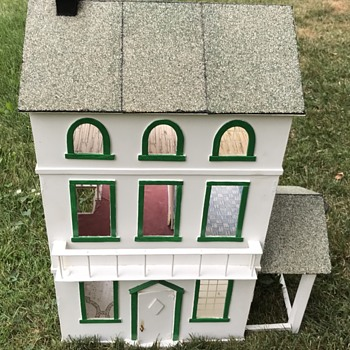 Vintage Doll house. - Dolls