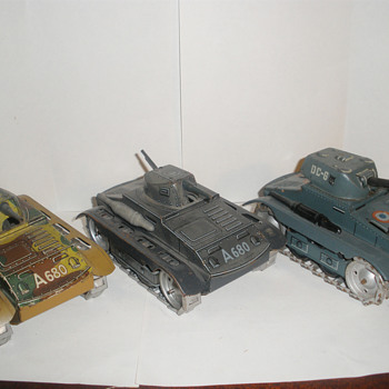 Arnold Tanks, pre, mid, and post war models. Tin wind up.  - Model Cars