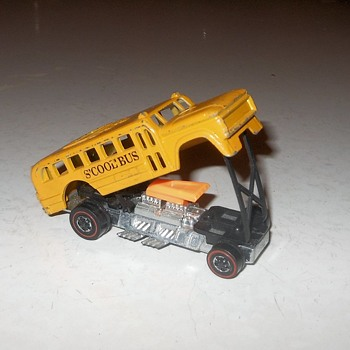 Hot Wheels Wednesday S'Cool Bus 1971 - Model Cars