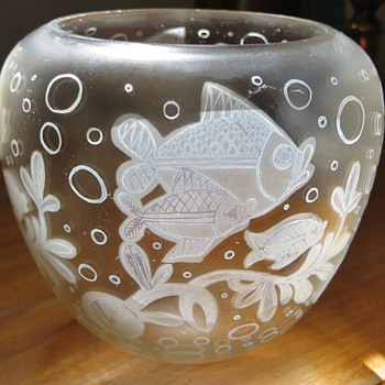 Old Cameo-type Vase w/ Contemporary style Fish Images,~1950's`60's?~any guess on the maker?? - Art Glass