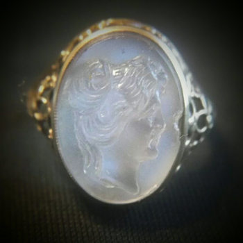 Moonstone Cameo ring. - Fine Jewelry