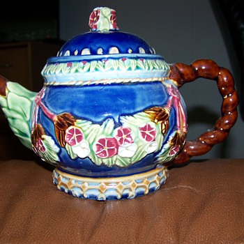 Tea Pot creamer and sugar - China and Dinnerware