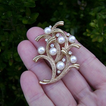 Crown Trifari Coral Pearl Brooch - Under the Sea - Costume Jewelry