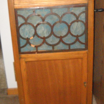 Vintage Phonograph/Gramophone stand and record cabinet.