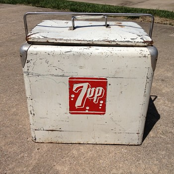 7Up Cooler Restoration  - Done with my 11 year old  - Advertising