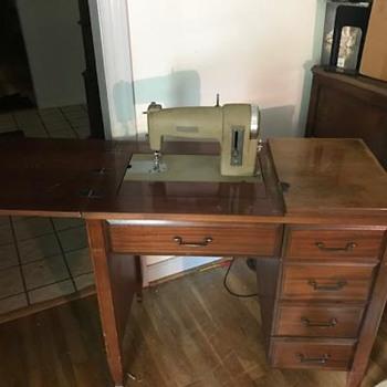Model 116.530 Kenmore Sewing Machine - Sewing