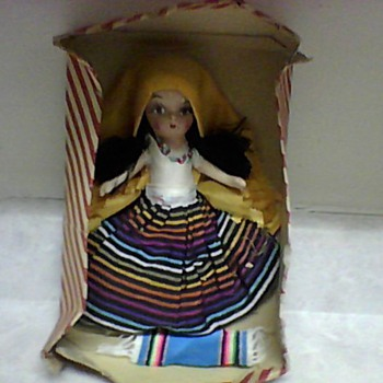 A PRETTY TOURIST DOLL - Dolls