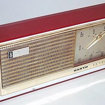 1960 Sanyo Model 8C Transistor Radio