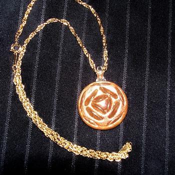 a pretty glass pendant - Costume Jewelry