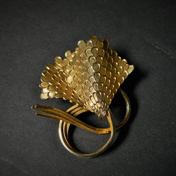 Flying Kites Brooch by Coro Jewellery, Late 20 Century - Costume Jewelry
