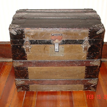Victorian Era...1875 Ladies Half Trunk  - Furniture