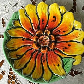 Georges Briard vibrant sunflower plate