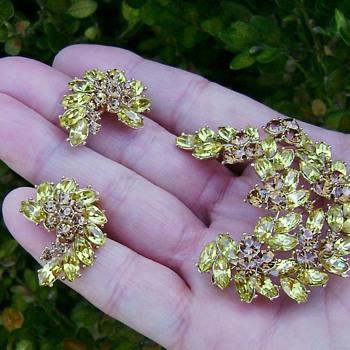 Trifari Brooch Set - Contessa Collection - Costume Jewelry