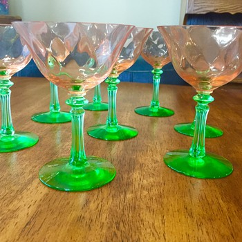 Pink and green Vaseline coctail glasses - Glassware