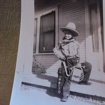 """OH! SO CUTE LIL' """"COWBOY"""" KID FIXIN' TO DRAW OR ROPE YA!  FROM THE HAT, MAYBE 20s, 30s?"""