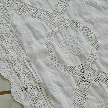 Gorgeous Vintage Tablecloth