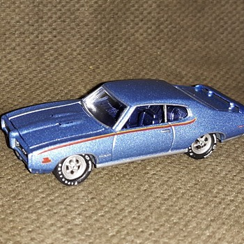 Johnny Lightning (Round 2) 1969 Pontiac GTO 1/64 - Model Cars