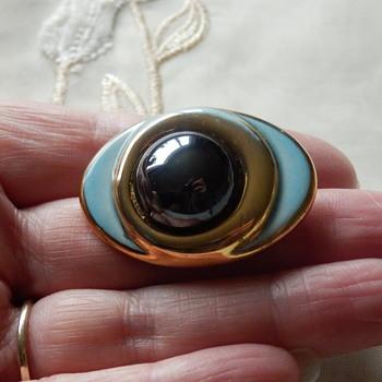 Channel  Island Jewellery ceramic Brooch - Costume Jewelry
