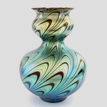 An 8-1/4 inch Loetz vase - Art Glass