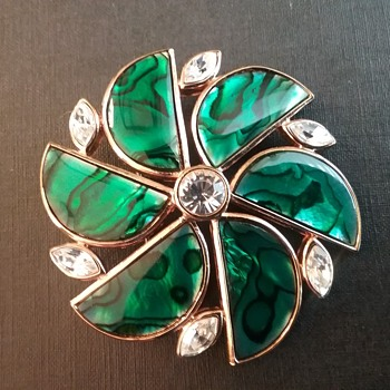 Butler Fifth Ave brooch  - Costume Jewelry