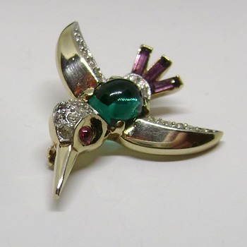 Trifari Jelly Hummingbird Brooch - Animals