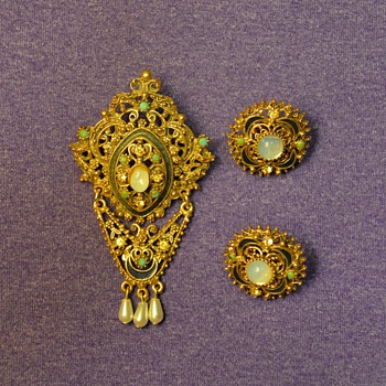 "Florenza Brooch and Earrings (""gold"") from my Great-Grandma"