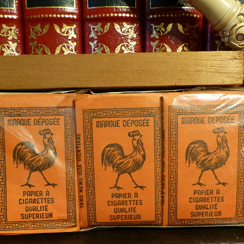 Rooster rolling papers made in Vientiane, Laos - Tobacciana