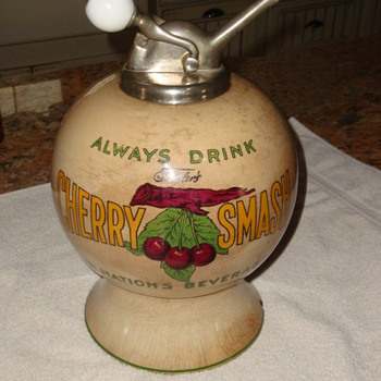 CHERRY SMASH SYRUP DISPENSER. - Advertising