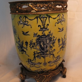 HERE'S ANOTHER VASE THAT I KNOW NOTHING ABOUT.. - Asian