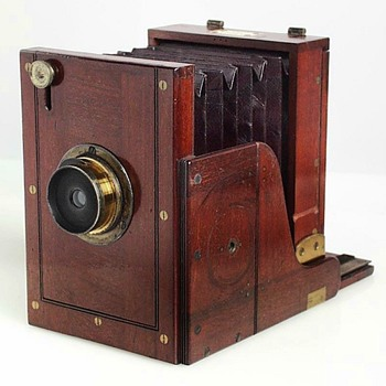 Morley Wet Plate Field View Camera. Mid-1860s. - Cameras