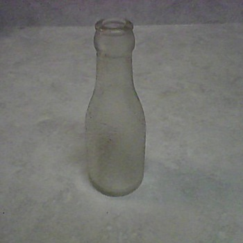 A SMALL OVERSHOT GLASS BOTTLE - Bottles