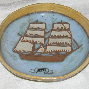 pottery bowl with ship signed 1978 - Pottery