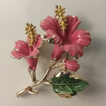 Coro hibiscus brooch & earrings set  - Costume Jewelry