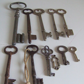 Old Keys - Tools and Hardware