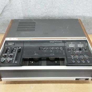 JVC 3/4 U matic player/recorder - Electronics
