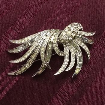 Boucher brooch - Costume Jewelry