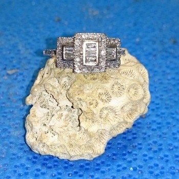 Art Deco Style Diamond Ring 57 stones, 10k, 3.1 grams - Art Deco