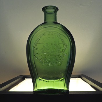 1971 Anchor Hocking Connellsville Flask Bottle Green Glass Embossed Program For Growth Unity Keystone Pennsylvania - Bottles