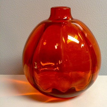 1927  Orange Juliana Vase by CJ Lanooy for Leerdam