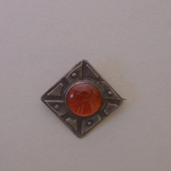 Arts and Craft vintage (1940's) Pewter and Amber Glass Pin - Arts and Crafts