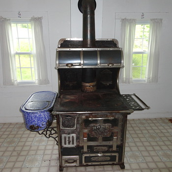 Top of the line wood burning cook stove circa 1901 - Kitchen