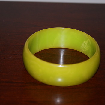Bakelite Bangle - not much to say about it - Costume Jewelry