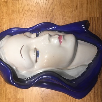 Art deco wall mask. unknown signature - Pottery