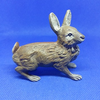 Super beautiful bronze rabbit - Animals