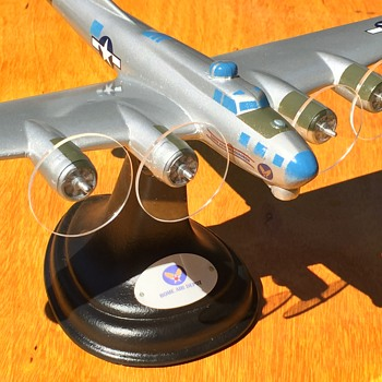 Vintage WW2 Boeing B-17G PFF model from Synthane-Taylor Corp.  - Advertising