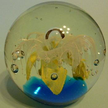 Mystery glass paperweight - Art Glass