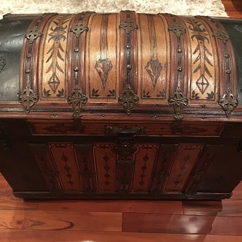 M.M. Secor trunk A tribute to Indian motorcycle Co. - Furniture