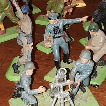 Ww2 Dee tail toy soldiers - Toys