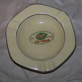 Old Breyers Ice Cream ashtray - Tobacciana